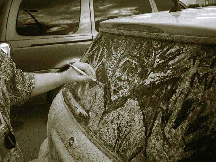 Малюнки на склі автомобілів. Брудні машини