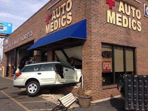 Незвичайні аварії та ДТП. Картинки про авто