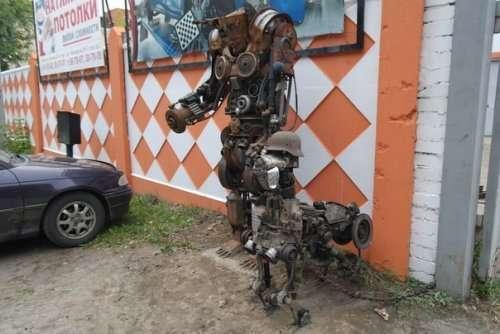 Незвичайні скульптури у автомайстерень. Картинки про авто